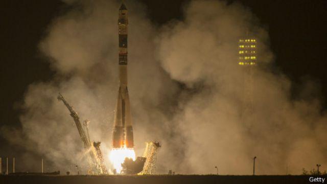 فريق أمريكي روسي يصل إلى محطة الفضاء الدولية