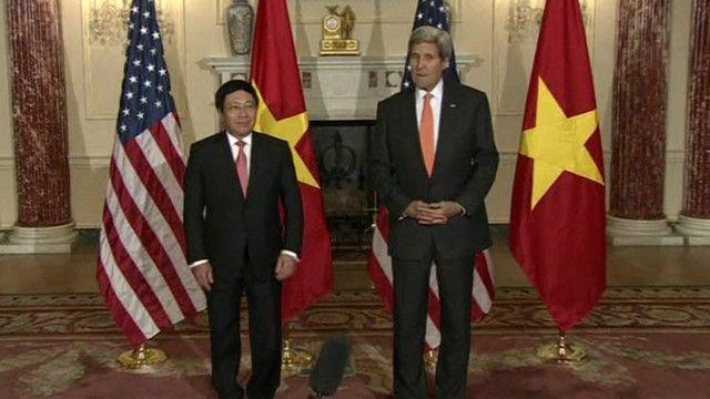 Ngoại trưởng Việt Nam Phạm Bình Minh và Ngoại trưởng Mỹ John Kerry