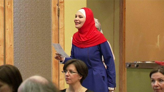 فتاة سورية مشاركة في العمل