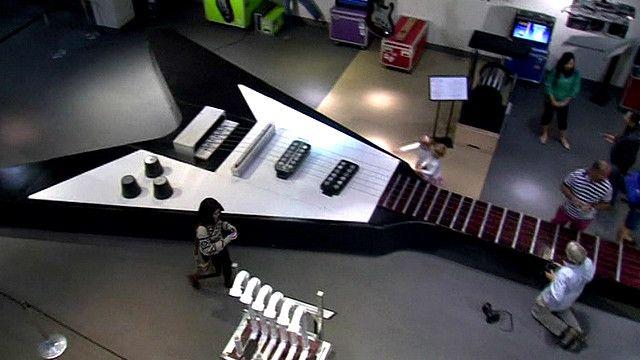 Самая большая в мире гитара
