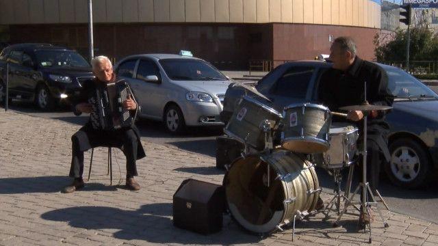 Уличные музыканты в Донецке
