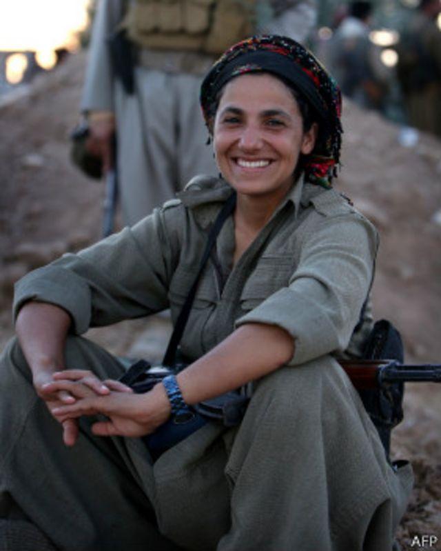 """مقاتلات كرديات في مواجهة تنظيم """"الدولة الاسلامية"""""""