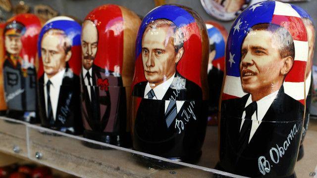 Матрешки с изображением политических деятелей: Барак Обама, Владимир Путин, Владимир Ленин, Иосиф Сталин