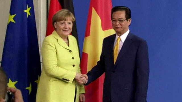 Thủ tướng Đức Angela Merkel và Thủ tướng Việt Nam Nguyễn Tấn Dũng tại cuộc họp báo ở Berlin