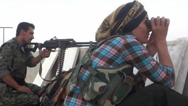 مقاتلة ومقاتل اكراد