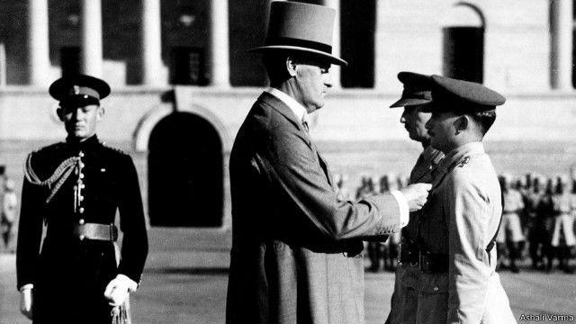 जनरल भगत को विक्टोरिया क्रॉस से नवाज़ते लॉर्ड लिथलिनगो