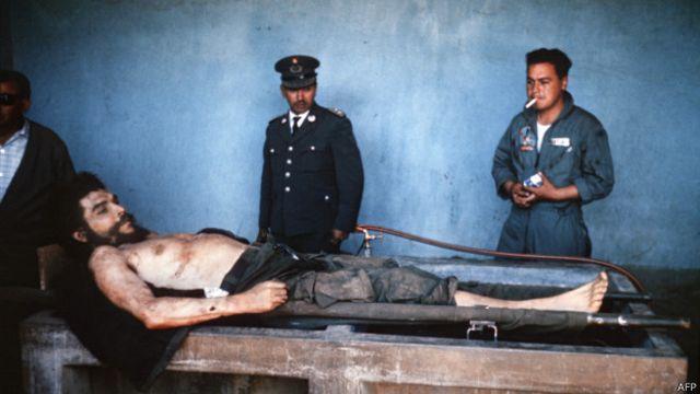 Las fotografías del cadáver del Che olvidadas en un pueblo español