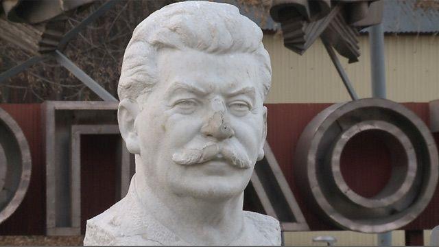 "Бюст Сталина в парке ""Музеон"", Москва"