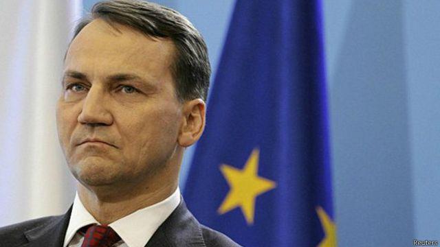 Скандал с Сикорским отдалил Варшаву от Киева