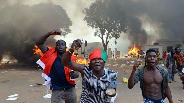 Presidente de Burkina Faso declara estado de emergência