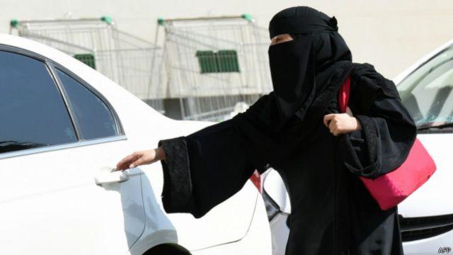 """السلطات السعودية """"تعتقل"""" الناشطة الحقوقية سعاد الشمري"""