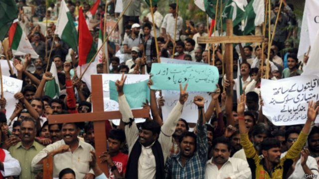 Casal cristão é espancado até a morte no Paquistão por 'blasfêmia'