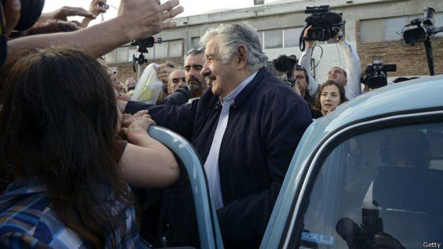 Un jeque quiere comprar el auto celeste de José Mujica