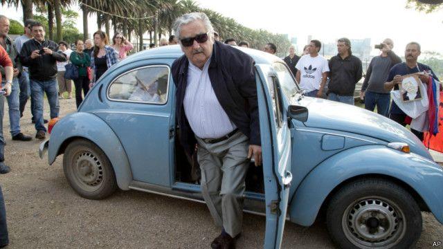 شيخ عربي يعرض مليون دولار لشراء سيارة الرئيس موخيكا