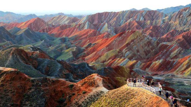 Cinco 'paisagens arco-íris' que existem no mundo