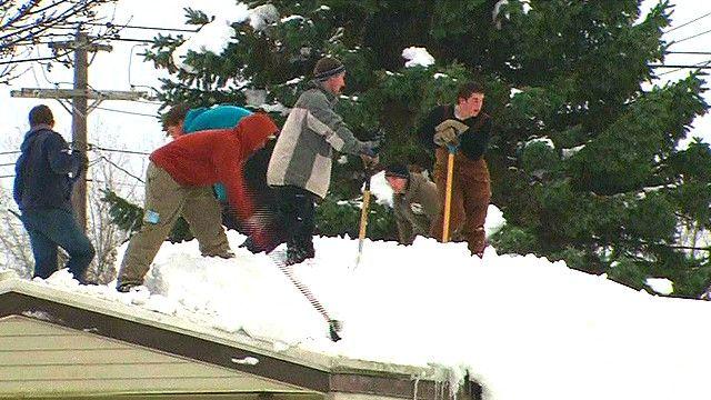 Những người tình nguyện cào tuyết