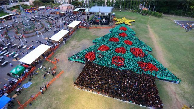 هندوراس تدخل موسوعة غينيس للارقام القياسية باكبر شجرة عيد ميلاد بشرية