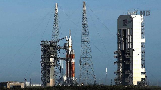 Ракета-носитель с модулем Орион на старте
