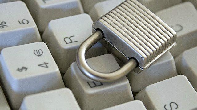 """الحرية """"تتراجع"""" وانعدام المساواة """"يزيد"""" عبر الانترنت"""