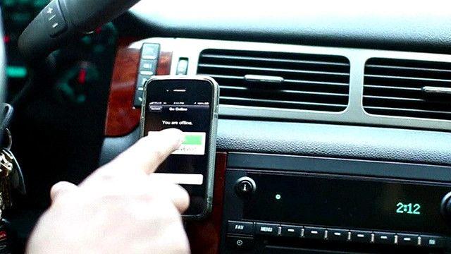"""صورة لتطبيق """"أوبير"""" على هاتف ذكي"""