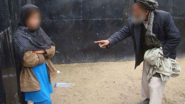 Cómo el Talibán adoctrina a niños para que sean atacantes suicidas