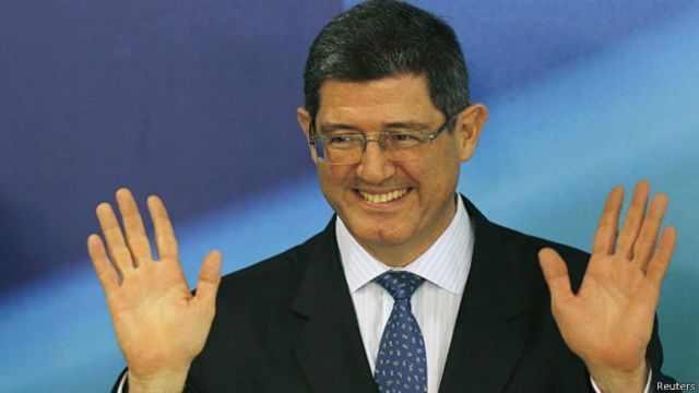 Levy acena com mudança em política de preços na Petrobras