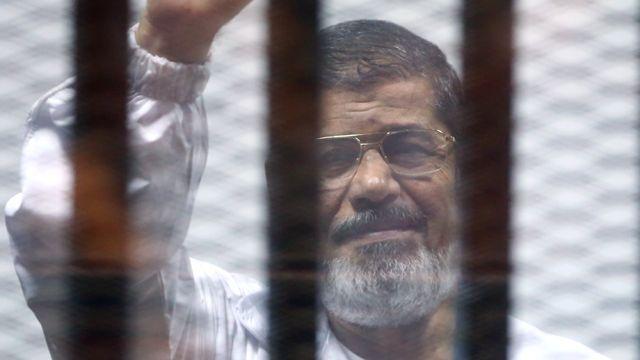 """مرسي: السيسي والمجلس العسكري يتحملون مسؤولية """"قتل المتظاهرين بعد ثورة يناير"""""""