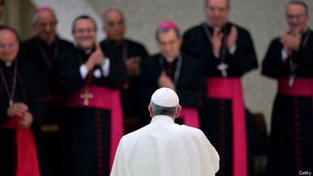 'Frustrado', papa critica burocracia e 'terrorismo da fofoca' no Vaticano