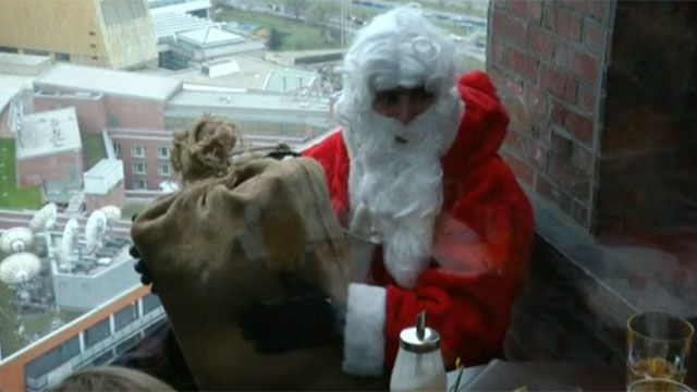 Santa on a window ledge in Berlin