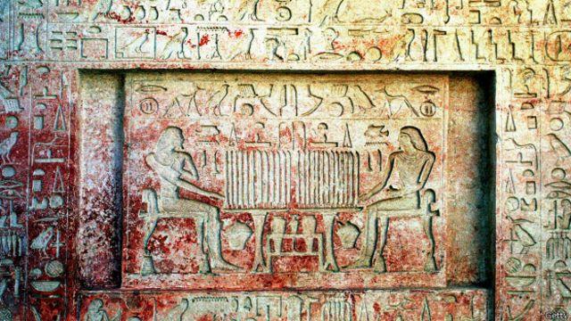 Descubren tumba de faraona desconocida en Egipto