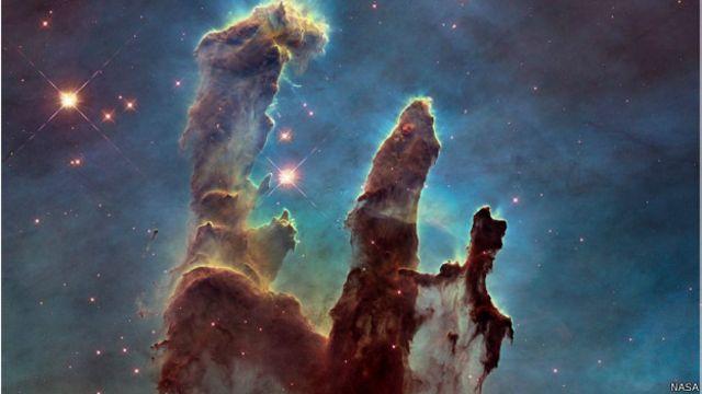 """Las impresionantes imágenes de los """"Pilares de la Creación"""" captadas por el Hubble"""