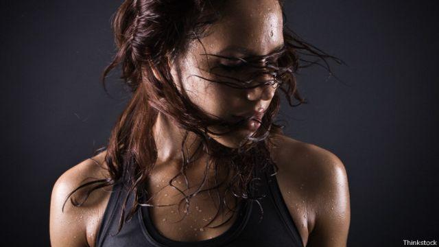 ¿Realmente sudar te hace perder peso?
