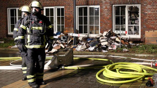 Jornal que publicou charges da revista Charlie Hebdo é alvo de incêndio