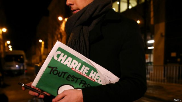 Copias de nueva edición de Charlie Hebdo se ofrecen por miles de dólares en eBay