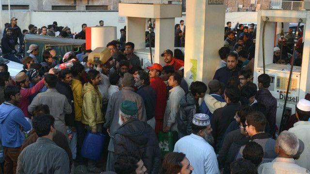 عالمی سطح پر تیل کی قیمتیں کم ہوئیں تو پاکستان کو فائدہ کوئی نہ ہوا