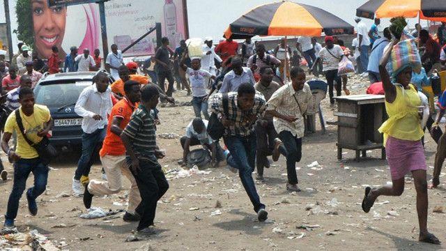 Les manifestants contre le projet de loi contreversé à Kinshasa