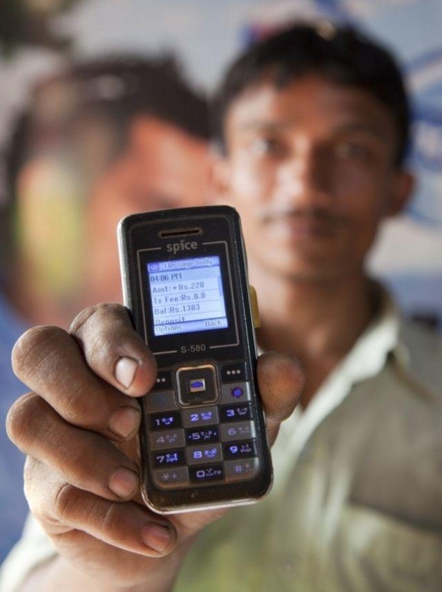كيف ينهي الاستخدام المصرفي للهاتف المحمول الفقر؟