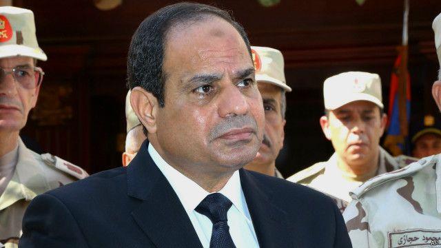 """الجيش المصري يتعهد بتكثيف """"الملاحقات والمداهمات"""" في سيناء بعد هجوم دام"""