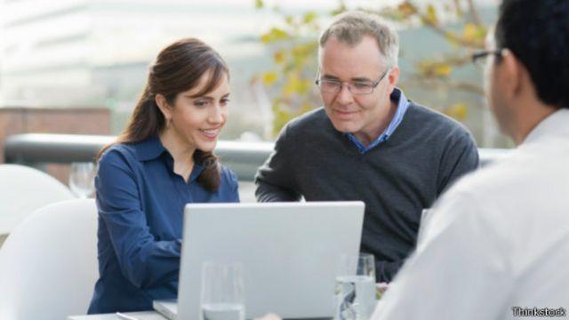كيف تستفيد من علاقاتك عند البحث عن عمل؟
