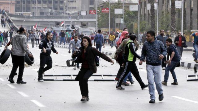 Protestos no Egito deixam 16 mortos