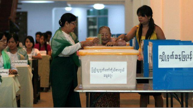 ရွေးကောက်ပွဲမဲပေးတဲ့ပုံသရုပ်ပြ