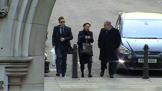 Марина Литвиненко около здания Королевского суда