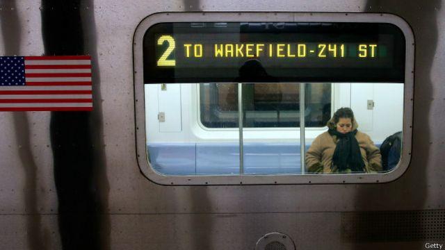 Los pasajeros que viajan de incógnito en el metro de Nueva York