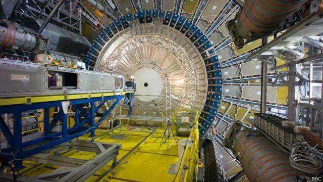 Después de la partícula divina, ¿qué busca el Gran Colisionador de Hadrones?