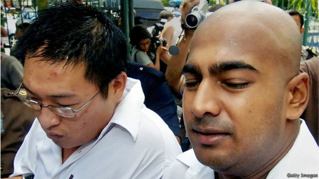 Andrew Chan (kiri) dan Myuran Sukumaran (kanan)