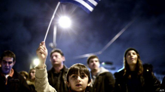 O que aconteceria com os gregos se o país deixasse o euro?