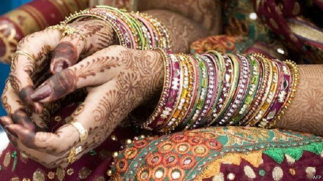 عروس هندية غاضبة تتزوج أحد المدعوين لحفل الزفاف