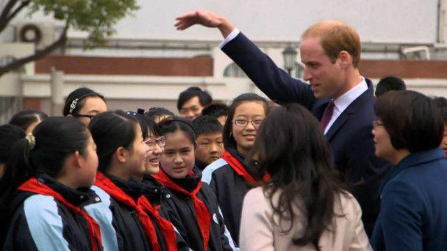 威廉王子与上海学生聊天