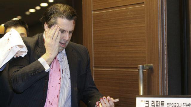 Embaixador dos EUA na Coreia do Sul é esfaqueado em evento em Seul