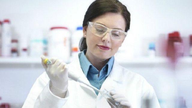 """الفتيات النابغات """"يفتقرن الثقة"""" للعمل بمجال العلوم"""